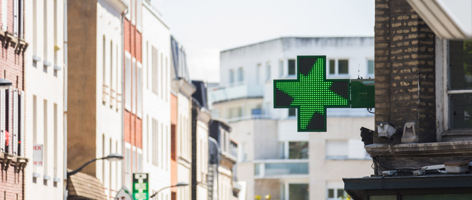 Plastimage - concepteur et fabriquant de croix de pharmacie à Narbonne & Occitanie