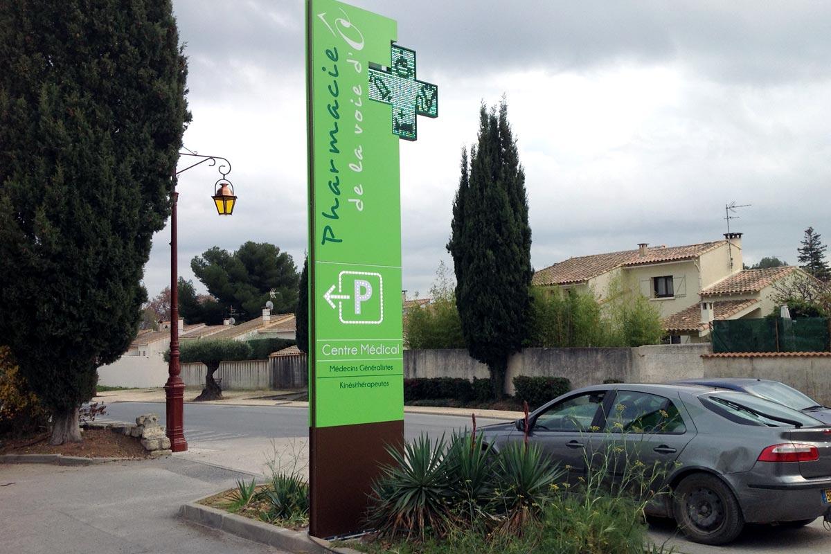 Plastimage - concepteur et fabriquant de totem de pharmacie à Narbonne & Occitanie - Voie do