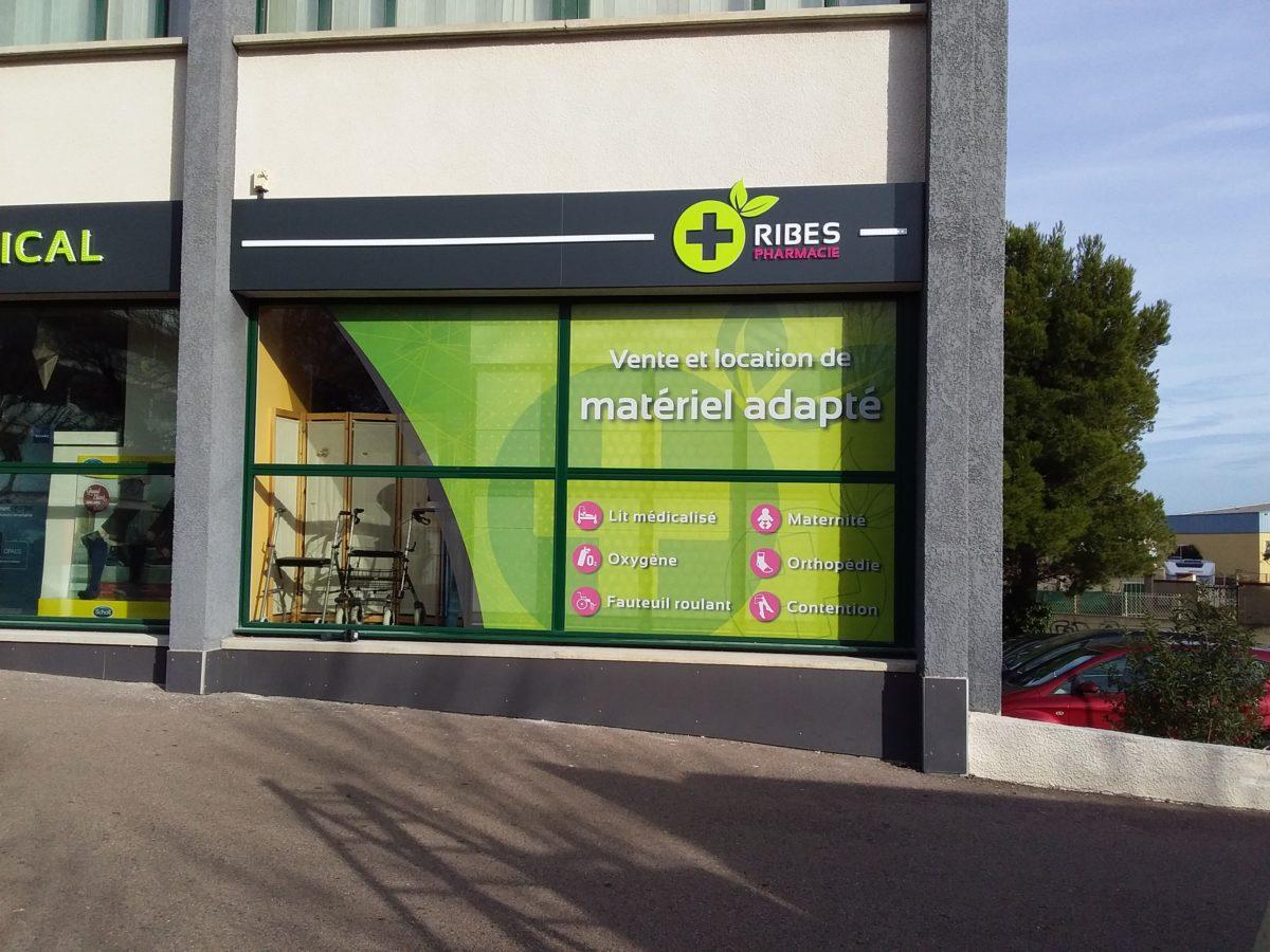 Plastimage – concepteur et fabricant de vitrines de pharmacies à Narbonne et en Occitanie - Ribes